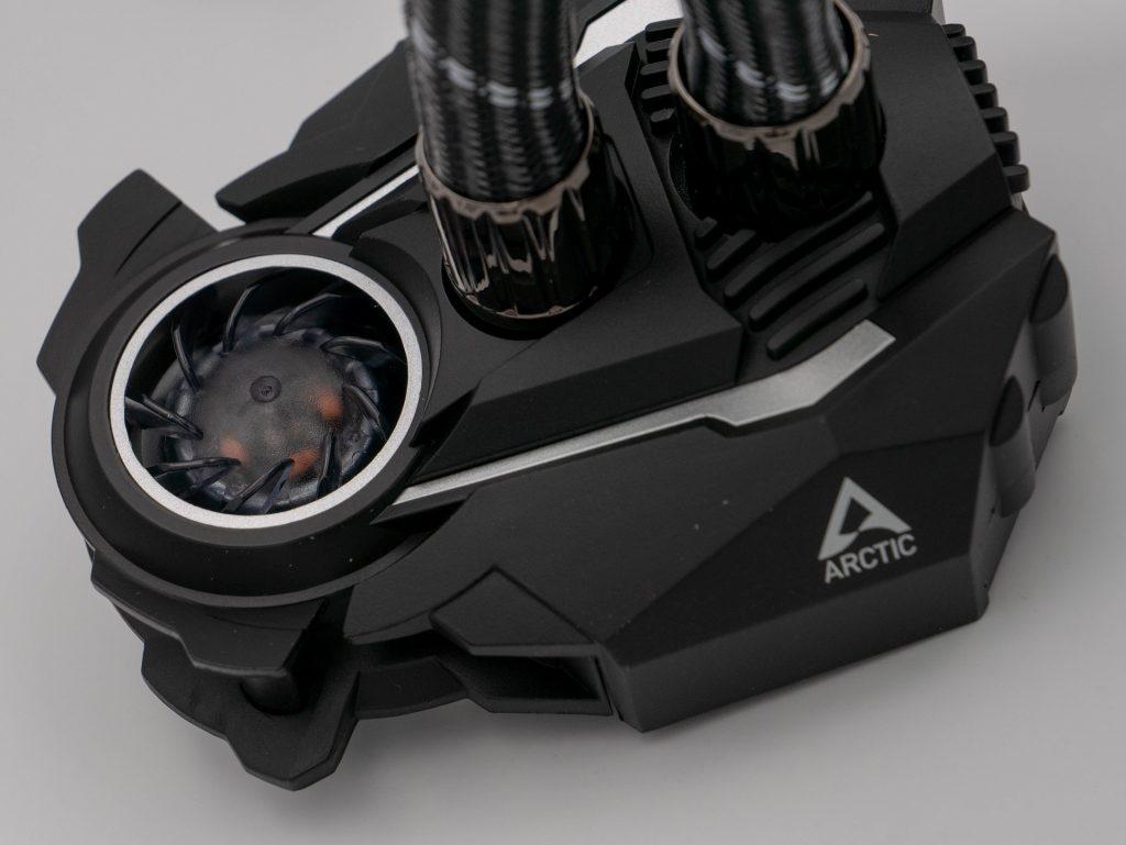 ARCTIC-Liquid-Freezer-II-240-RGB-Recensione-13-1024x769